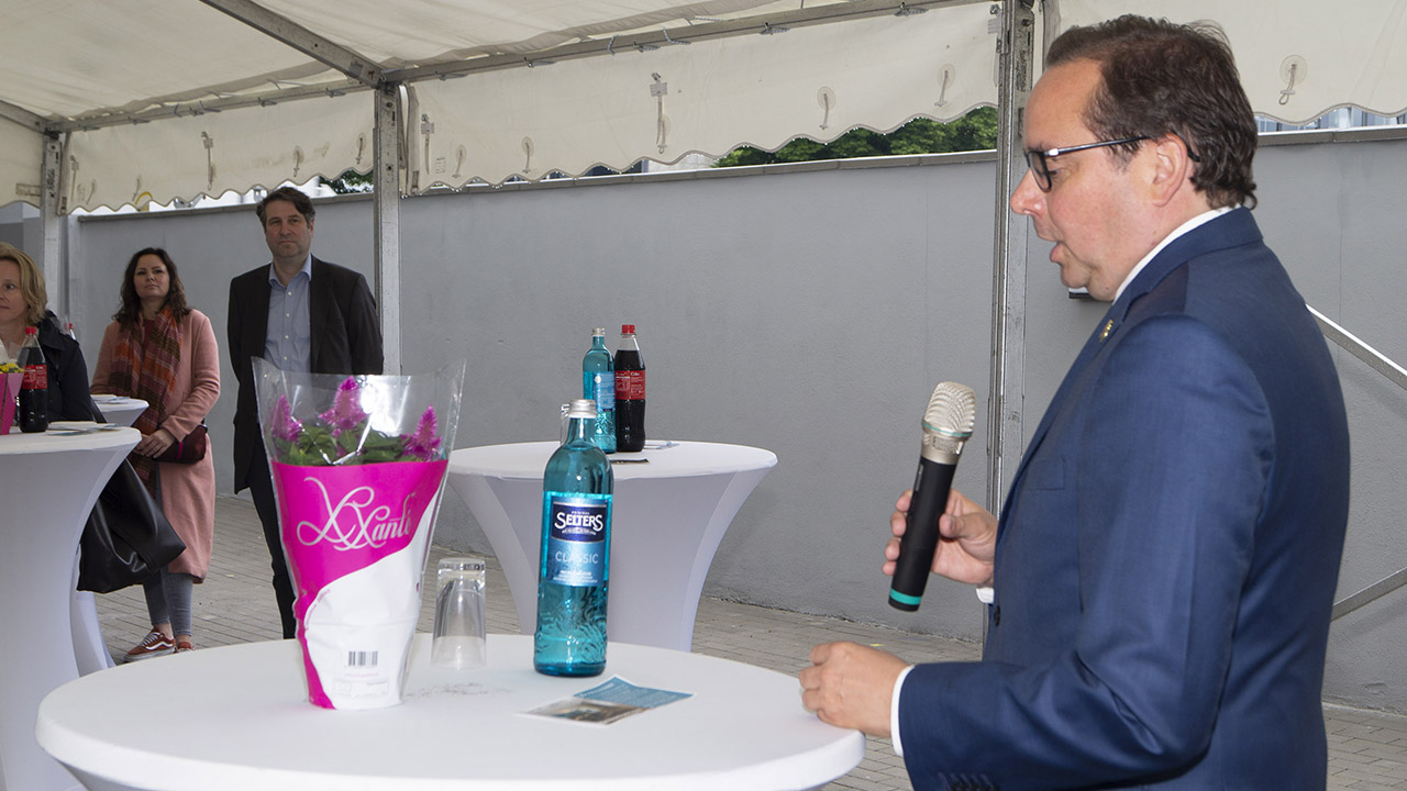 Essener Oberbürgermeister Kufen begrüßt das TRIP INN Living & Suites