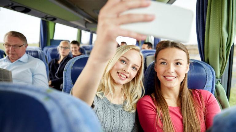 Gruppe mit Busreisenden